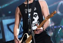 Luke Hemmings / Well you see this board is about my husbandry Luke Hemmings  / by Aloura Dion.