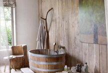 Cada baie din lemn...tabla...