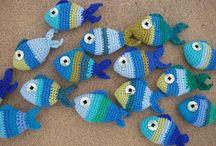 Modèles de poissons en crochet