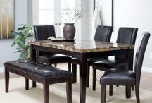 Modern And Contemporary Decor Tables / Sleek, chic, and architectural, modern style utilizes contrasting and complementary traits, usually in a neutral color palette with edgy, innovative designs.