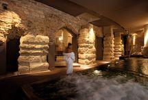 Nun Spa Museum / Un luogo incantato, dove poter scegliere percorsi benessere personalizzati oppure semplicemente rilassarsi nell' idromassaggio delle acque della piscina, ammirando i sei maestosi pilastri in calcare del I sec.d.C. che circondano la vasca, tenuti insieme da una incredibile sinergia di forza e equilibrio.  / by Nun Assisi Relais & Spa Museum
