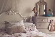 white bedroom / ideas for a pale bedroom / by DIY BOHO HOME