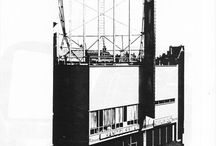 La scuola e il CINEAC di Jan Duiker / Le opere di J. Duiker (1890-1935), tra il 1924 e il 1935, s'inseriscono in modo autonomo nel panorama architettonico olandese di allora.