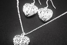 Conjuntos / Jewelry sets / ¿Quieres que no falte detalle? Con los conjuntos estarás resplandeciente y ahorrarás dinero.