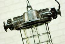 Lampa LOFT model OMG-200 / Jedna z najładniejszych żeliwnych polskich lamp model OMG-200 wyprodukowana przez POLAM WILKASY w 1984 roku. Średnica korpusu 23cm, wysokość 35cm, waga 9kg