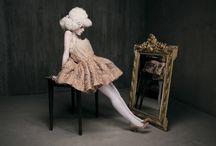 Mirrored / «Sono veramente così bella come nello specchio? Ah, s'avvicini pure, bella signorina. Voglio baciare le sue labbra rosso sangue.» A. Schniztler