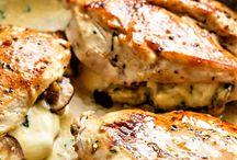 Fokhagymás- sajtos csirkemell