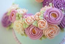 torty okrągłe z kwiatami