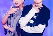 Jungkook & Suga /  ~ Jeon Jungkook ~  Edad: 20 años (AM) 21 (KR)  Estatura: 1.79  Lugar de Nacimiento: Busan (Corea del Sur)  Fecha de nacimiento: 1/09/97  Puesto: Vocal principal,  Bailarin y Maknae  ~ Min Yoongi ~  Edad: 24 (AM) 25 (KR)  Estatura: 1.76  Lugar de Nacimiento: Daegu (Corea del Sur)  Fecha de Nacimiento: 9/03/93  Puesto: Rapero y Bailarin  Empresa y grupo: Big Hit - BTS
