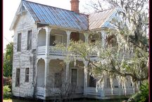 Old Homes / by Saundra Dale