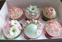 Cupcake designs / by Rhia Eblamo