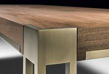 테이블과 금속다리조합