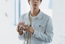 Kim Seokjin / Stage Name: Jin (진) Nome: Kim Seokjin→ Hangul: 김석진 Apelidos: Pink princess, Jin princess, Jin star Posição no grupo: Vocal guia e Visual.