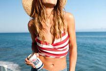 --- Beach Vibes--- / Bikinis en folie, plage, mer, sable et coconuts. Summer mood, summer style, summer vibes, inspiration d'été, look de plage, summer style, envie d'été, été, fresh mood, sandy mood, sunny life