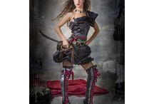 Disfraces de lujo / ¡Presentamos nuestros exclusivos disfraces de lujo! La Perla Negra, la Reina del Caribe, la Sirena, la Fiera, la Polichinella o la Domadora... ¿quién quieres ser tú?