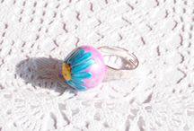 Anello regolabile con fiore margherita rosa e blu