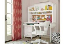 Universal smartstuff Black & White / smartstuff furniture is designed for today's youth. Their designs keep safety paramount and the construction will last for generations.  http://www.carolinarustica.com/shop-by-brand/furniture/smartstuff/black-white / by Carolina Rustica