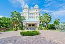 Sea Breeze 8 - Cayman Villas Luxury Condo / 4 bedroom Luxury Seven Mile Beach condominium in Grand Cayman, with pool and amazing views!