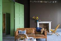 """Farrow & Ball Farben / Seit 1946 produziert Farrow & Ball Farben im englischen Dorset Farben von höchster Qualität.  Als Inhaltsstoffe werden hochwertige Pigmente und Harze und keinerlei minderwertigen Füllstoffe verwendet. Dies verleiht den Farben eine unglaubliche Tiefe und Reinheit, die oft als """"Farrow & Ball Look"""" bezeichnet wird."""