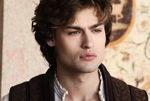 i love Douglas booth