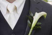Calla Lily Boutonniere / Get ideas and learn how to #make a calla lily #boutonniere.  Free flower tutorials for bridal bouquets, corsages, boutonnieres and centerpieces!