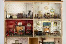Antique & Vintage Dolls Houses