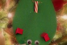 Christmas Crafts for Kids / christmas crafts pinterest with easy christmas crafts, kids christmas crafts, christmas crafts for toddlers, preschool christmas crafts, diy christmas crafts and MORE! #Christmas #crafts #DIY #kids #handmade #pinterest #pins