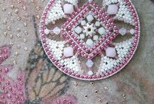 Perline cucite su cerchi cuori ecc