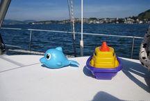 nautic-markt.ch Baby on Bord / Kinder auf dem Boot / Traveling with kids / Kinder auf dem Boot, eine Herausforderung für Eltern. Aber es kann auch sehr viel Spass machen. www.crew.nautic-markt.ch