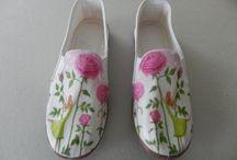 zapatillas decoradas con servilletas de papel