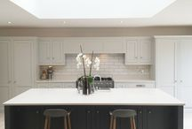 The Georgian Kitchen / The Georgian range has rapidly become our bestselling range as if compliments any style of property as equally as the next. This range adopts many similarities to the shaker style door. Nevertheless, paired with our elaborate details and symmetrical designs that relate back to, and incorporate the style inspired from properties structured in 1714-1837, the overall visuals of the Georgian style kitchen looks regal yet simplistic, which is why is ties in and compliments many homes of a vast style.