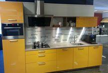 De Mooiste Keukens / Van goedkope complete keukens, tot hele luxe keukens, allemaal tegen internetprijzen