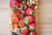 Mesas de quesos y frutas