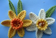 crocheting leaves&flowers