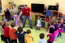 How to teach Kindergarten Kids English? / How to manage 15+ five year old kids in your classroom, if you only speak English? It´s easy, no worries. You need a clear and structured lesson plan, you need to be a leader and you need to show a big warm smile. Use body language too and you will succeed. Children love to be surprised, entertained, they love physical activities and once you do all of it, you can introduce and drill any language you like, even comparatives. More about the WattsEnglish method: www.wattsenglish.com