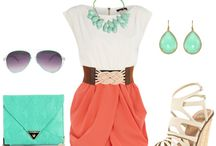 Outfits / by Maria Noga