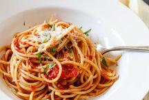 Napoletana Pasta Sauce Recipe / by Patricia Concha