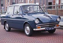 DAF / 乗用車部門は1975年までにボルボに買収・吸収された。500-DAF最初の乗用車。変速機に後輪1輪に対しひとつずつのベルト式無段階変速機(ヴァリオマティック)を採用。現代のCVTの基礎ともなった変速システム. 30/31/32/33/44/46- 2気筒軽自動車。55/66- 4気筒小型車