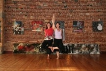 Partner/couples yoga poses / You and a friend can practice yoga together