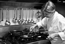 """Chef Bina / La sua cucina esclusiva, è sintesi di genio e creatività ; dalla qualità assoluta di ingredienti semplicemente unici riesce continuamente a proporre nuovi gusti e nuovi piaceri, dai sapori più """"veri"""" della tradizione Pugliese."""