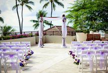 Halekulani Wedding / Hou Terrace showcases a spectacular view overlooking the ocean and Diamond Head, perfect for your wedding. Halekulani Wdding. Hawaii wedding.