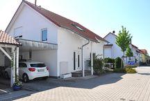 Familiendomizil, freistehend, sonnig und doch stadtnah. / 2000 erbautes Einfamilienhaus (7 Zimmer) mit ca. 195 m² Wohnfläche in Karlsruhe-Neureut. Die Immobilie ist hoch- und neuwertig ausgestattet und besticht durch ihre ruhige Lage mit perfekter Infrastruktur.