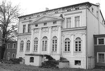 Osiecznica - Pałac / Pałacyk w Osiecznicy wzniesiony w XIX w. dla rodziny von Manteuffel. Obecnie siedziba gospodarstwa rybackiego KARP.