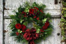 Vánoční věnce a dekorace na dveře