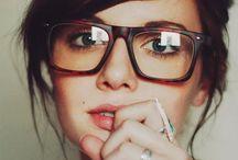 ÓCULOS / Óculos e armações estilosas.