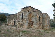 Alcuéscar / Situada en la comarca de Montánchez - Tamuja, en el centro de la región, Alcuéscar debió estar poblada al menos desde tiempos de los romanos, aunque es después, con los Visigodos cuando se construye el templo de Santa María del Trampal, el monumento más importante de aquella época en Extremadura. Las batallas de reconquista hacen que sus pobladores deban refugiarse junto a fortalezas por lo que la historia de Alcuéscar va unida a su vecina y protectora Montánchez.