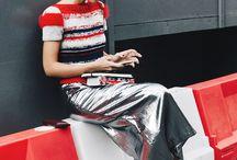 Silver Street style / ¿Os atrevéis a dejar que el color plata de vuestros armarios de noche conquiste el día también? porque triunfaréis sin duda -> http://chezagnes.blogspot.com/2016/06/silver-fashion.html #fashion #moda #trend #silvertrend #plata