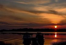 Sunset at Wineport Lodge / Beautiful sunset over the lake all year round