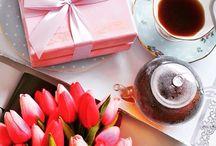 Haftasonuna hazırlık  / Mutlu bir cumadan herkese #günaydın  Sevdiklerinizle mutlu bir gün diliyoruz. #escicek #çiçekler #çiçektasarım #çiçeğinyeniesintisi #çokyakında #kahvaltı #mutlucuma #haftasonu #esçiçek