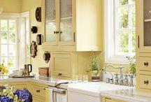 Kitchen Updates / DIY kitchen updates.